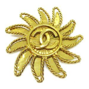 CHANEL CC Sun Motif Brooch Pin Gold Corsage